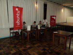 Estande da Ubuntu-SC no Seminário de Ciência e Tecnologia da UDESC