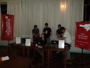 Ubuntu Girl no estande da UbuntuSC no Seminário de Ciência e Tecnologia da UDESC