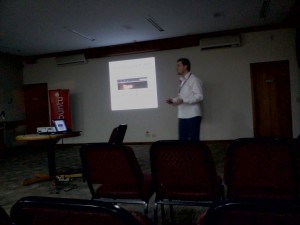 Palestra sobre Ubuntu do grupo UbuntuSC