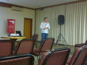 Palestra do Sr. Tiago Hillebrandt sobre o sistema operacional Ubuntu